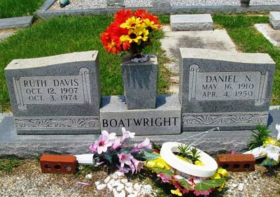 Daniel Nicholas and Ruth Bradford Davis Boatwright Gravestone